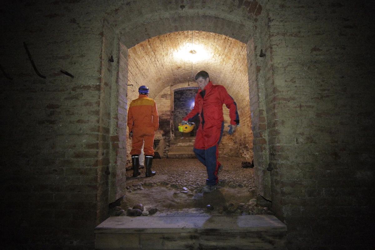 Zuerst durchquert man den Keller, der aus mehreren Räumen besteht. Foto: J. Weichenberger